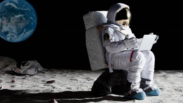 Moonastronaut