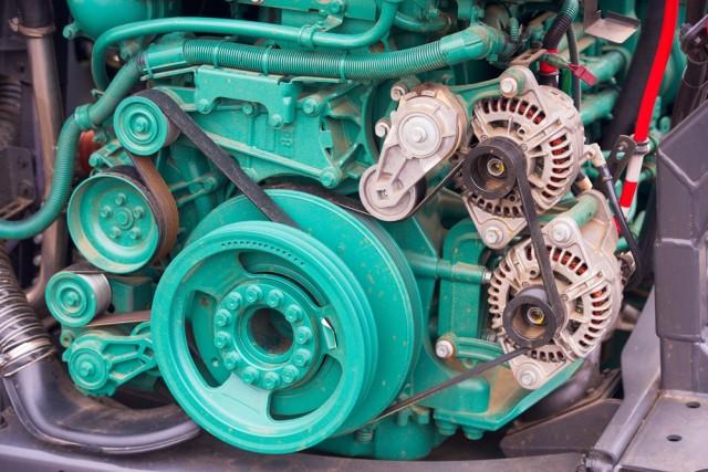 Motor de combustão interna de caminhão por Shutterstock.com