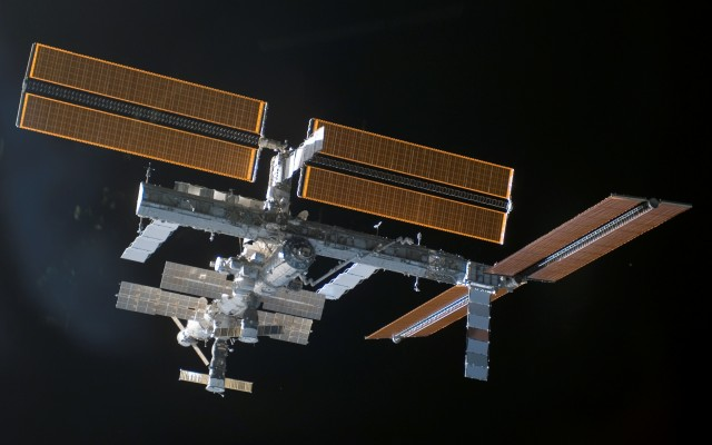 STS-115_ISS_after_undocking