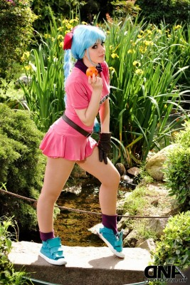 bulma_dragon_ball_cosplay_by_neliiell-d5i8h6o